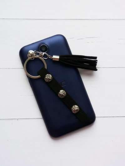 Молодежный брелок-подвеска на телефон кисть черная с тесьмой никель. Фото товара, вид 1
