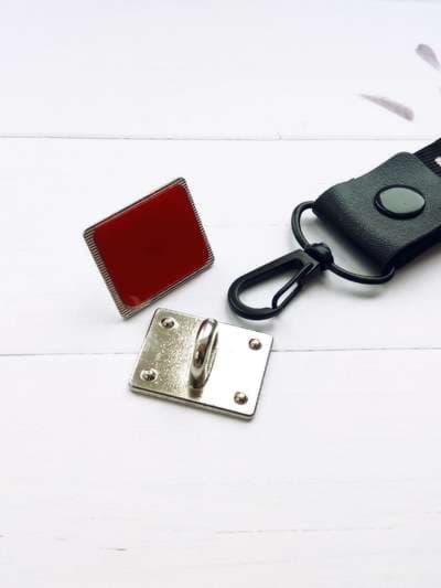 Брендовый брелок на телефон ремешок off-white длинный красный. Фото товара, вид 2