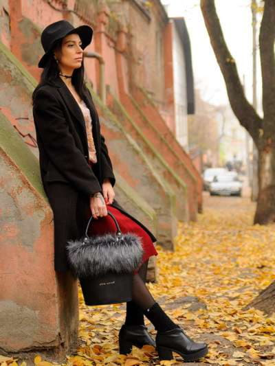 Стильна сумка, модель 182932 чорний. Фото товару, вид збоку.
