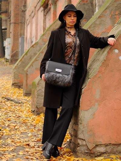 Молодіжна сумка, модель 182933 чорний. Фото товару, вид збоку.