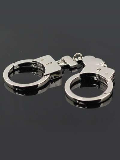 Брендовый брелок наручники. Фото товара, вид 3