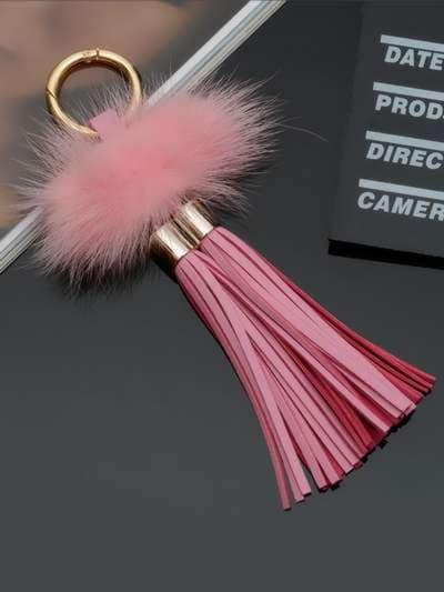 Модный брелок кожаная розовая подвеска с мехом. Фото товара, вид 3