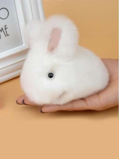 Молодежный брелок кролик меховый с ремешком белый. Фото товара, вид 3