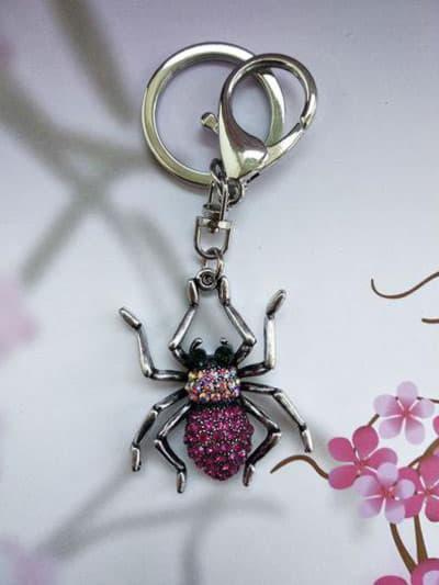 Молодіжний брелок павук нікель в стразах рожевий. Фото товару, вид 1