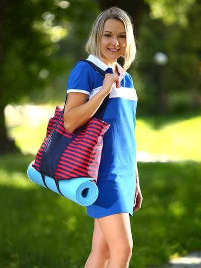 Стильная сумка, модель 183802 синий/красная полоса. Фото товара, вид спереди.