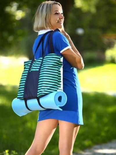 Стильная сумка, модель 183803 синий/зелёная полоса. Фото товара, вид спереди.