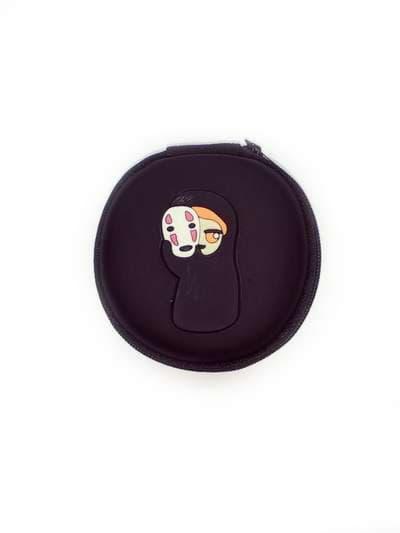 Стильный чехол для наушников каонаси с маской круглый черный. Фото товара, вид 1