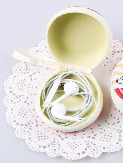 Брендовый чехол для наушников с девочкой оливковый. Фото товара, вид 2
