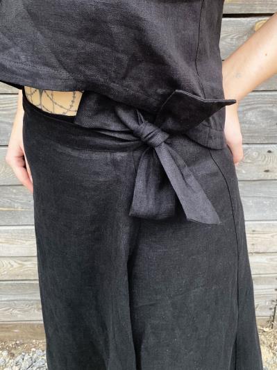 Фото товара: лляна довга спідниця на запах чорна. Вид 4.