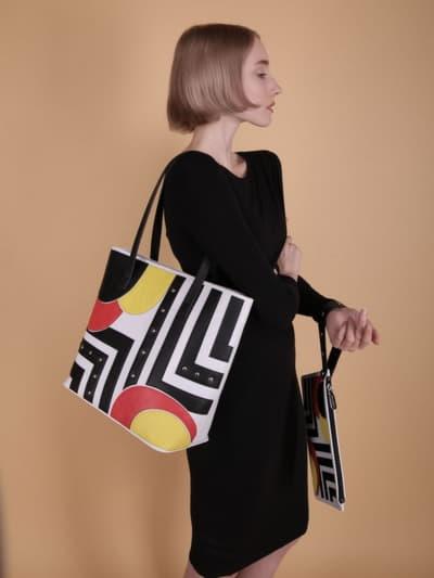 Молодежная сумка, модель 190101 белый. Фото товара, вид сбоку.