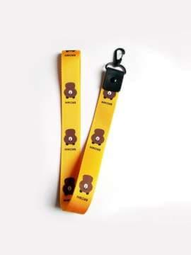 Молодежный брелок на телефон ремешок мишка длинный желтый. Изображение товара, вид 1