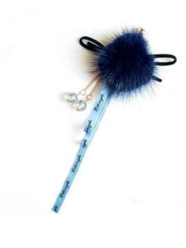 Молодежный брелок-подвеска на телефон норковый шар с бантиком синий. Изображение товара, вид 1