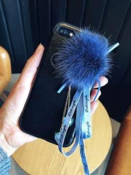 Молодежный брелок-подвеска на телефон норковый шар с бантиком синий. Изображение товара, вид 2