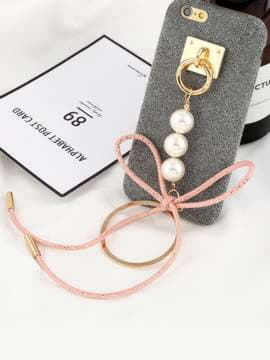 Модный брелок-подвеска на телефон кольцо с жемчужинами золото. Изображение товара, вид 1