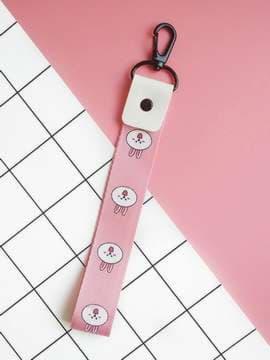 Брендовый брелок на телефон ремешок кролик короткий розовый. Изображение товара, вид 1