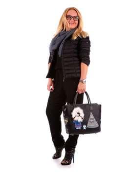 Молодежная сумка с вышивкой, модель 172939 черный. Изображение товара, вид сбоку.