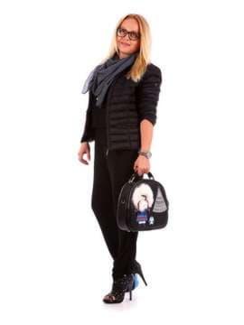 Модная сумка - рюкзак с вышивкой, модель 172959 черный. Изображение товара, вид сбоку.