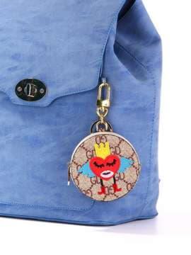 Модный брелок мини сумочка сердце в короне коричневый. Изображение товара, вид 2