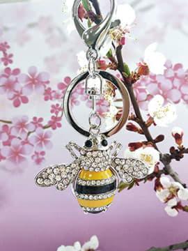 Брендовий брелок бджола із стразами срібло. Зображення товару, вид 1