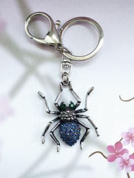Брендовий брелок павук нікель в стразах синій. Зображення товару, вид 1