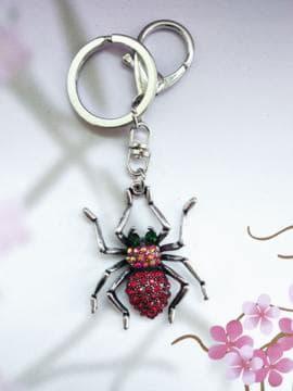 Модный брелок паук никель в стразах красный. Изображение товара, вид 1