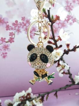 Модний брелок панда в стразах золото. Зображення товару, вид 2
