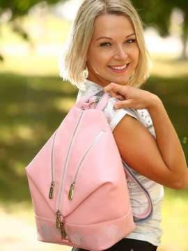 Модный рюкзак с вышивкой, модель 181405 пудрово-розовый. Изображение товара, вид спереди.