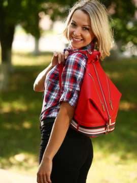 Модный рюкзак с вышивкой, модель 181406 красный. Изображение товара, вид спереди.