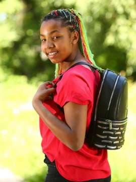 Школьный рюкзак, модель 181433 черный. Изображение товара, вид спереди.