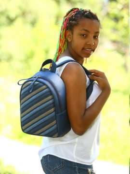 Стильний рюкзак з вышивкою, модель 181472 синій. Зображення товару, вид спереду.