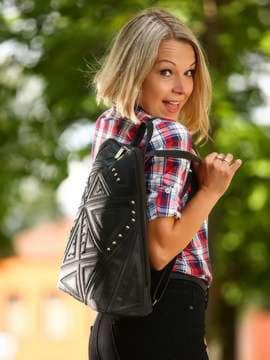 Модный рюкзак с вышивкой, модель 181501 черный. Изображение товара, вид спереди.