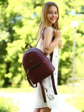 Модный рюкзак, модель 181525 красный перламутр. Изображение товара, вид спереди.