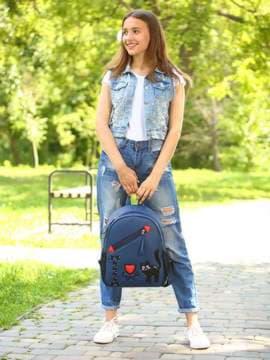 Школьный рюкзак с вышивкой, модель 181542 синий. Изображение товара, вид спереди.