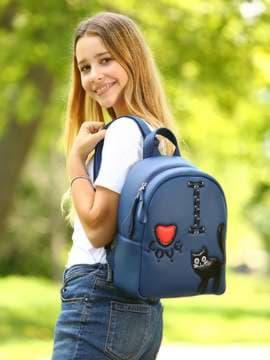 Школьный рюкзак с вышивкой, модель 181552 синий. Изображение товара, вид спереди.