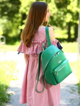 Школьный рюкзак, модель 181715 зеленый. Изображение товара, вид спереди.