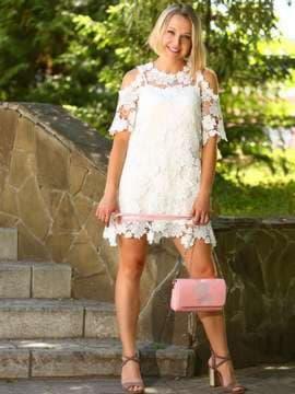 Молодежный клатч с вышивкой, модель 181425 пудрово-розовый. Изображение товара, вид спереди.