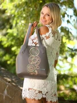 Школьная сумка с вышивкой, модель 181414 темно-серый. Изображение товара, вид спереди.