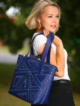 Модная сумка с вышивкой, модель 181512 синий. Изображение товара, вид спереди.