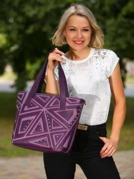 Молодежная сумка с вышивкой, модель 181513 баклажан. Изображение товара, вид спереди.