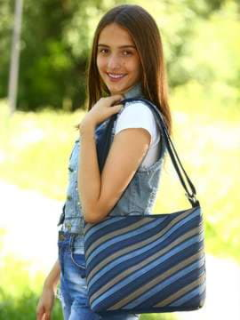 Стильная сумка через плечо с вышивкой, модель 181482 синий. Изображение товара, вид спереди.
