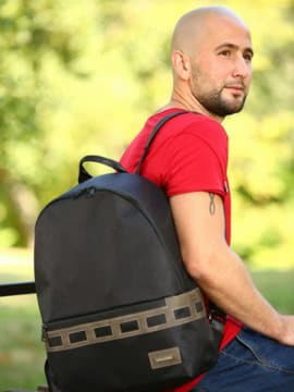 Стильный рюкзак - unisex, модель 181604 черный-хаки. Изображение товара, вид спереди.