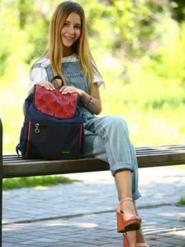 Брендовый рюкзак с вышивкой, модель 183841 сине-красный. Изображение товара, вид спереди.