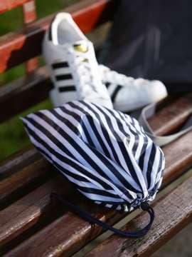 Стильный мешочек для обуви, модель 183831 синий/белая полоса. Изображение товара, вид спереди.