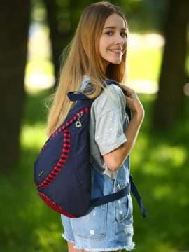 Женский моно рюкзак, модель 183822 синий/красная полоса. Изображение товара, вид спереди.