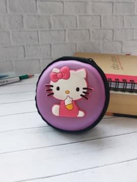 Модный чехол для наушников круглый котенок лиловая дымка. Изображение товара, вид 1
