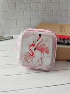 Молодежный чехол для наушников фламинго розовый квадратный. Изображение товара, вид 1