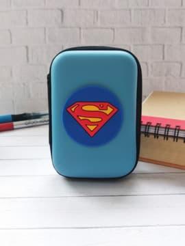 Брендовый чехол для наушников супермен голубой прямоугольный. Изображение товара, вид 1