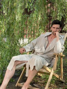 Фото товара: чоловічий лляний халат з каптуром натуральний. Вид 1.