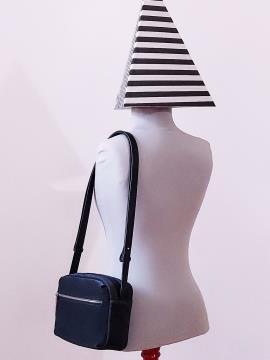 Фото товара: сумка через плечо MAN-006-2 черный. Вид 2.