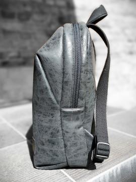 Фото товара: рюкзак MAN-001-1 чорний. Вид 2.